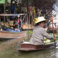 The floating market and folklore show